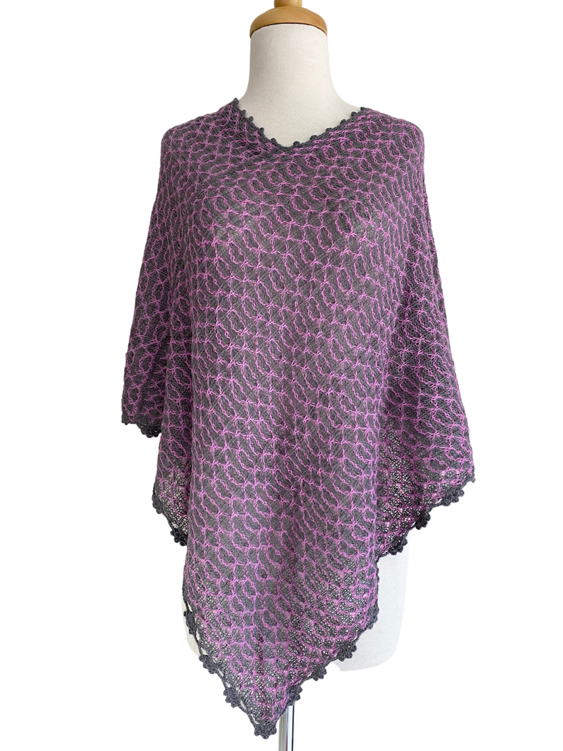SONIA PONCHO CHARCOAL/PINK